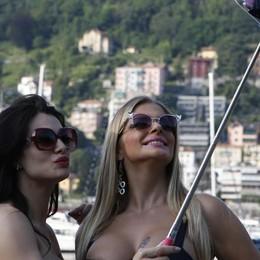 Cristina e Francesca, set a Como  Il video più caldo dell'estate (clicca)