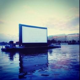 L'ultima tentazione di Como  Il palco che galleggia sul lago