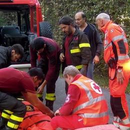Cade e si rompe una gamba Salvato dai pompieri