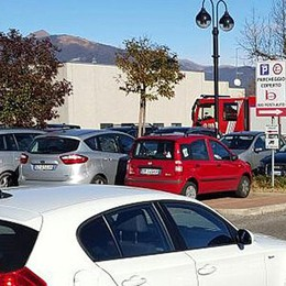 Fuga di gas nel parcheggio ad Anzano  Panico tra i clienti di Bennet e Coiter