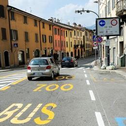Via Milano alta, sempre più multe  Sono diecimila in 11 mesi
