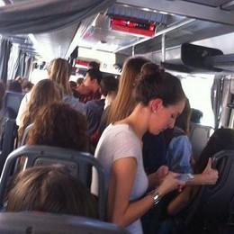 Troppi studenti per un solo bus  «E molti ragazzi restano a piedi»