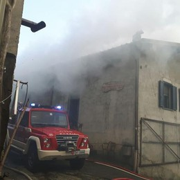 Incendio in una stalla  Vigili del fuoco  a Garzeno