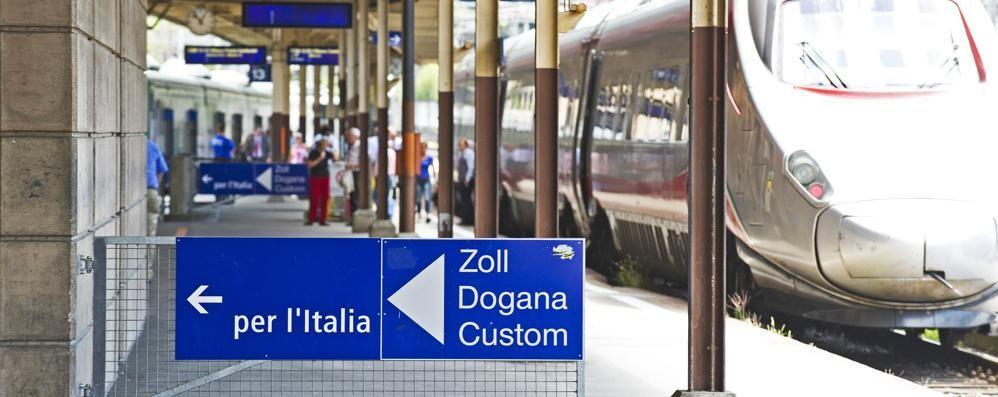 Fuga in Svizzera sui binari Treni bloccati a lungo