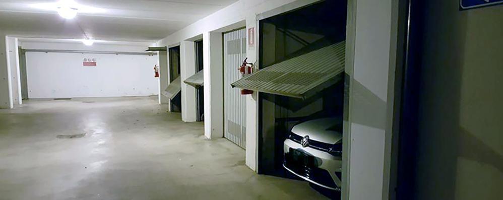 Rovascio ladri armati di trapano aperti 4 garage via for Piani di garage aperti