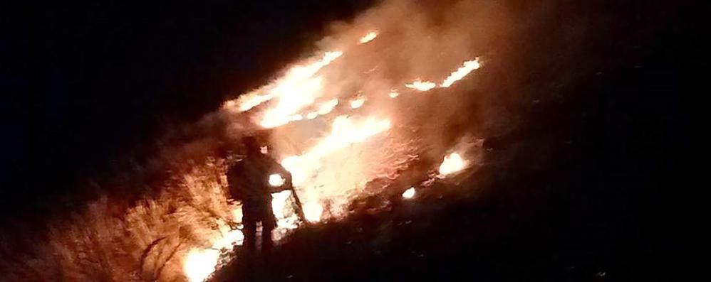 San Primo in fiamme  Il piromane torna a colpire
