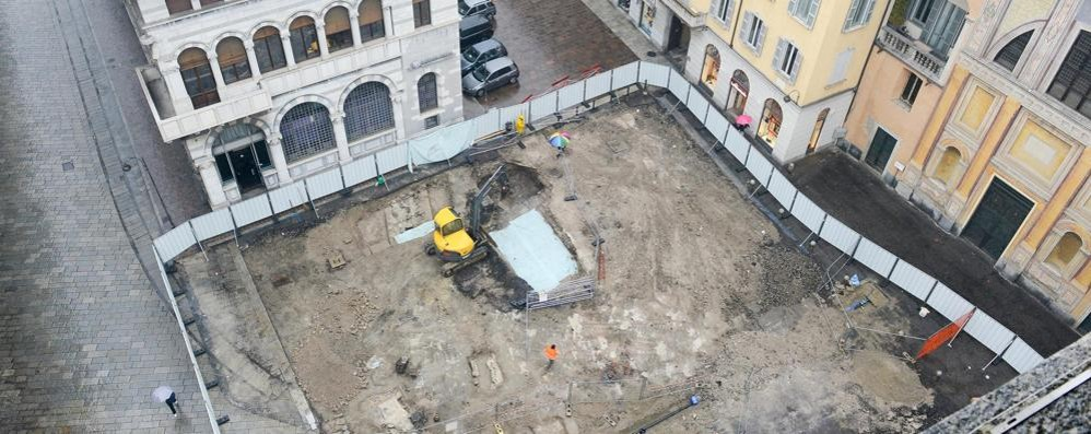 Como, reperti dagli scavi  Il progetto per piazza Grimoldi cambia