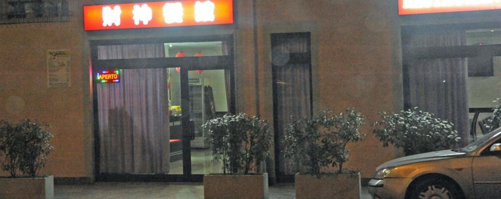 Ladri al ristorante di Lomazzo  Vetrata spaccata, via la cassa