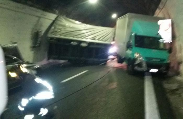 Como incidente galleria Monte Olimpino Autostrada A9 direttrice Nord 3 febbraio 2016