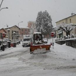 Mezzo metro di neve in Valle Intelvi   Corrente saltata in molte zone
