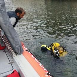 Tragedia nel lago davanti a Torno  Trovato morto l'anziano disperso