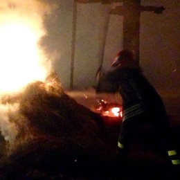 Fiamme in cascina Paura a Solbiate