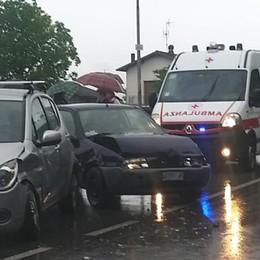 Scontro tra auto sulla Regina: un ferito