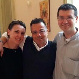 L'ultima foto di Gianluca Buonanno  Domenica con il parroco di Tremezzo