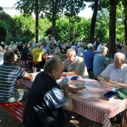 Agosto nel bosco a Cantù  «Tanti anziani con pochi soldi»