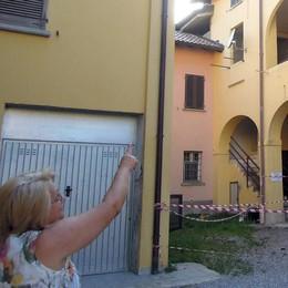 Vertemate, senza tetto per l'incendio  Vicini di casa mobilitati  in aiuto