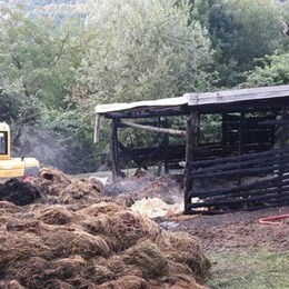 Incendio in un cascinale  Pompieri mobilitati a Livo