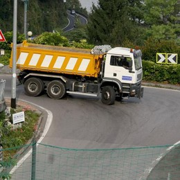 «Troppi camion sulla Provinciale»  L'appello del sindaco di Argegno
