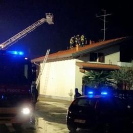 In fiamme il tetto di una villetta   Mobilitazione a Lurago Marinone
