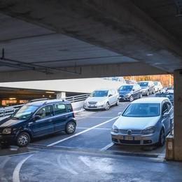 Sant'Anna, dipendenti contro San Fermo  «Ci lascia senza parcheggi e ci multa»