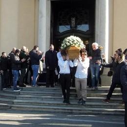 Arosio, folla in chiesa per l'addio a Samuele