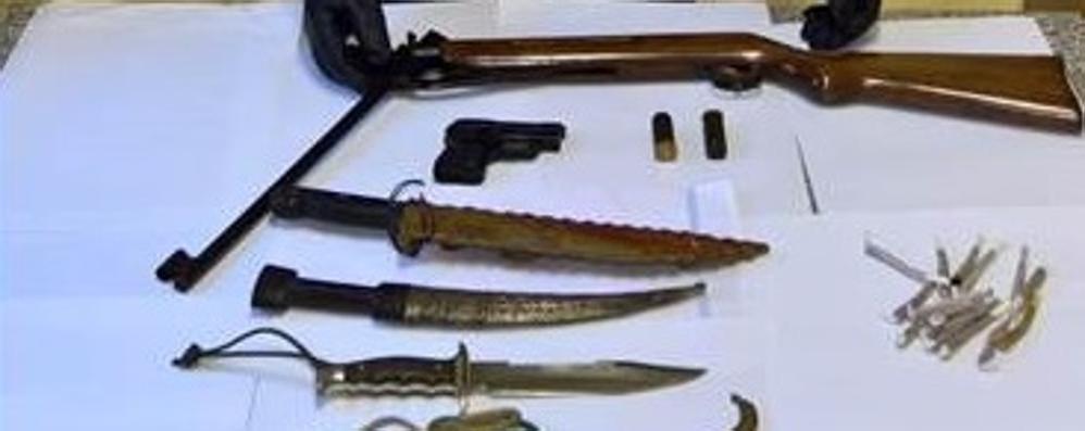 Carabina, lanciarazzi, machete e droga  Denunciata coppia di Sala Comacina