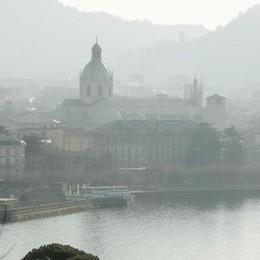 Emergenza smog, picco ricoveri I medici: «Rinunciate all'auto»