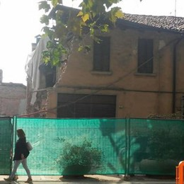 Rovellasca, lavori alla palazzina  Crolla parte della casa vicina