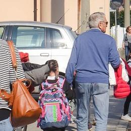 Olgiate, la scuola non è sorvegliata  «Vogliamo vigili in via Repubblica»