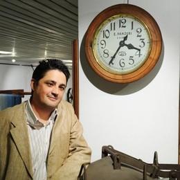 Como, l'uomo che riparava gli orologi  «Un dolore vederli ridotti così»