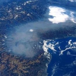 Nuvola bianca sulla Lombardia E' smog o no? Pareri discordi