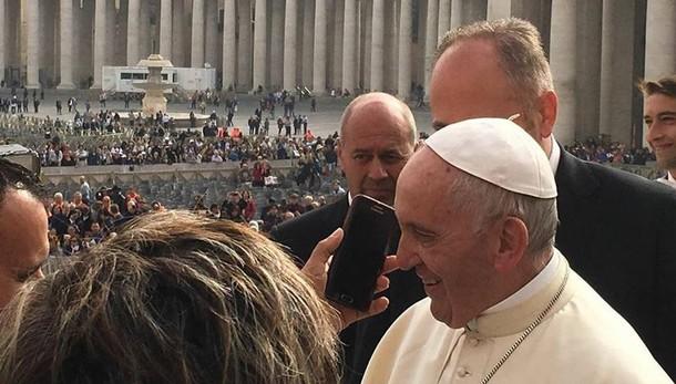 Cantù,  al telefono c'è il Papa  «Tanti auguri di cuore»