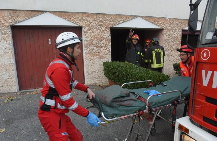 Incendio a Como. Gravissimi 4 bimbi, morto il padre