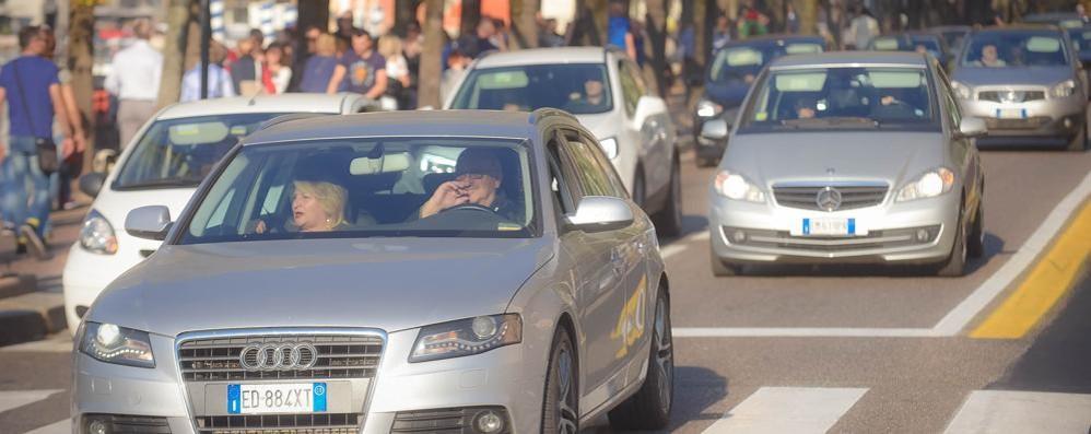 Como, blocco del traffico Auto ferme anche domani