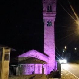 La chiesa si colora di rosa  Un aiuto alla ricerca sul cancro