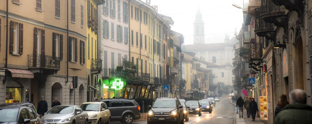 Smog, blocco del traffico I vigili: «Difficile controllare»  Ma Bergamo dà le multe
