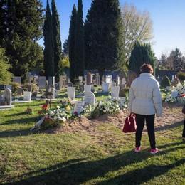 Ieri tanti i comaschi  a pregare dove riposano  i quattro fratellini