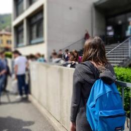 Il ministro: «Mai più alunni da soli». Poca sicurezza fuori dalle scuole di Como