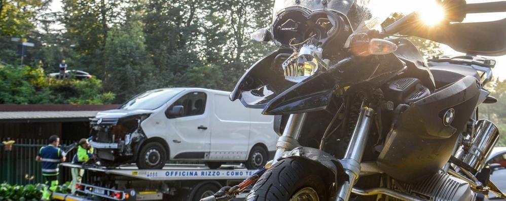 Furgone centra moto a Binago  Un ferito grave al Sant'Anna