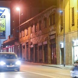 Como, sorpresa:   lampioni accesi in tutta la città