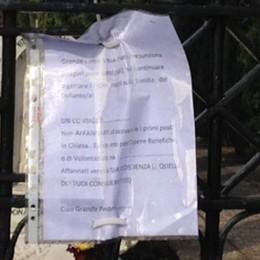 """A Uggiate è tornato il """"corvo""""  Misterioso cartello al cimitero"""