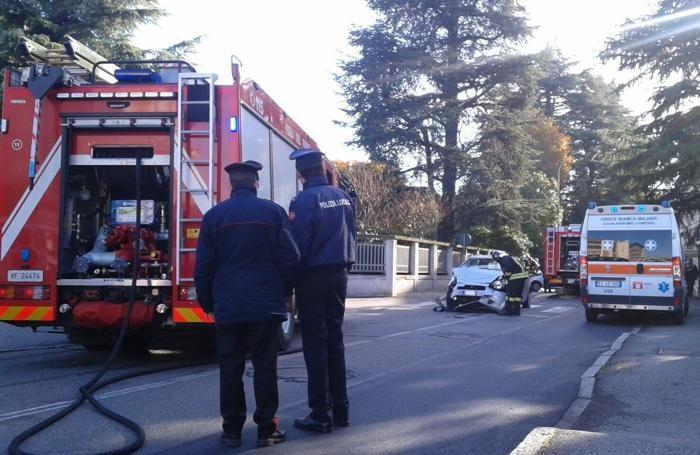 Incidente a Carugo: donna morta, la sorella è grave