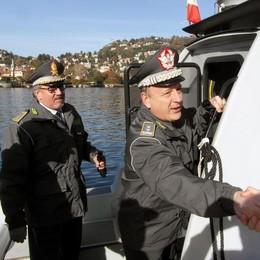 Finanza, il comandante regionale  visita il reparto operativo aeronavale