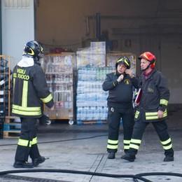 Prestino, fiamme al supermercato Colpa di un corto circuito in magazzino