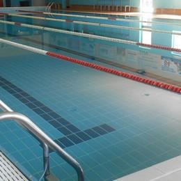 Olgiate, piscina chiusa a sorpresa   Il sindaco: «Ma domani riaprirà»
