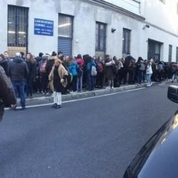 Scuola, primi freddi  Protesta degli studenti