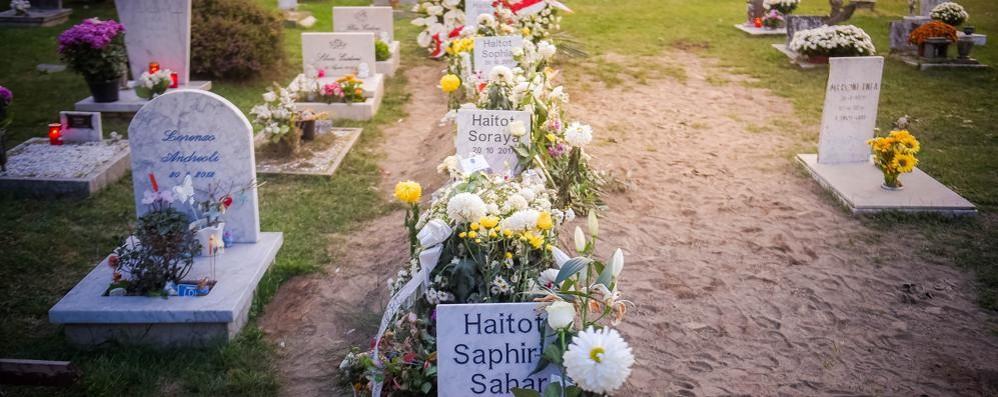 Fratellini morti Ieri in tanti al cimitero