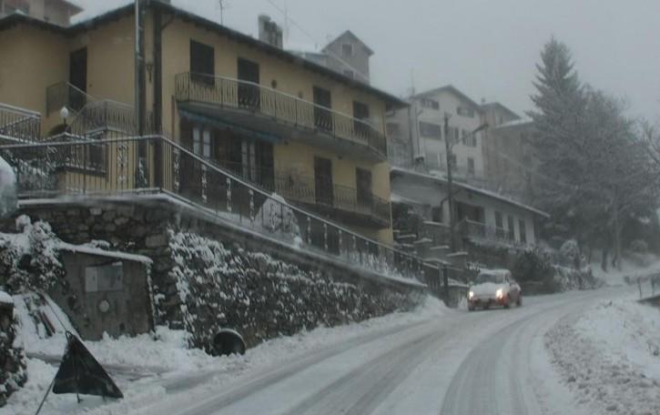 Ghiaccio e neve sulle strade  Bloccata anche la Svizzera