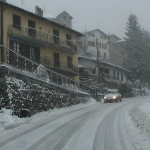 Ghiaccio e neve sulle strade  Disagi e code a Bizzarone (video)