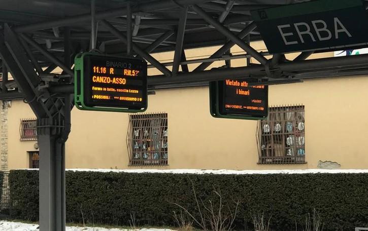Pensionati uccisi sulla Milano-Asso Sui binari per raccogliere il cappello